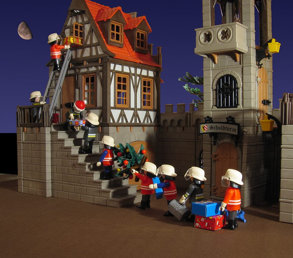 Playmo - Nine Firemen Delivering
